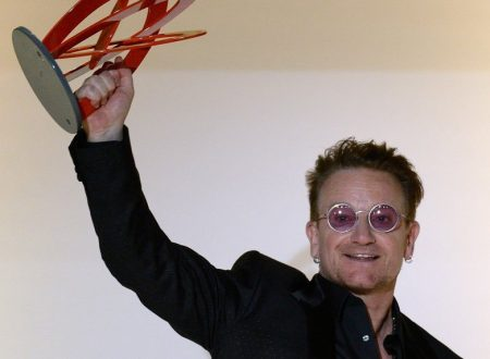 "Bono riceve da Glamour il premio ""Man Of The Year"""