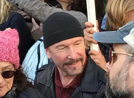 "The Edge sul palco a Los Angeles durante la ""Women's March"""